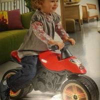 Les filles à moto, les garçons à la maison !!!